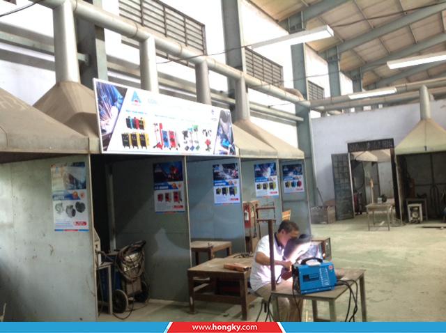 Công tyCơ khí Hồng Kýđã đến thăm và trao tặng 5 máy hàn điện tử cho thầy và trò trường Cao đẳng Nghề Phú Thọ.