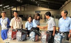 Thêm 5 máy hàn điện tử Hồng Ký về với thầy trò trường Cao đẳng Hòa Bình - Xuân Lộc (Đồng Nai)