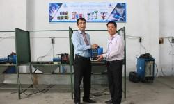Thầy trò trường Trung cấp Nghề Kon Tum đón nhận tài trợ từ công ty Cơ khí Hồng Ký