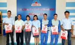 Hồng Ký tặng quà Trung Thu cho nhân viên: Ấm tình doanh nghiệp