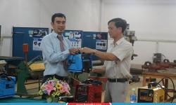 Trường Cao đẳng Nghề Trà Vinh vui mừng tiếp nhận tài trợ máy hàn điện tử từ công ty Cơ khí Hồng Ký