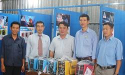 Thầy trò trường Cao đẳng Nghề Đồng Khởi - Bến Tre vui mừng tiếp nhận tài trợ máy hàn điện tử Hồng Ký