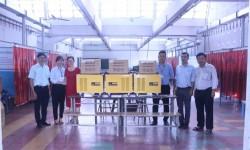 Thầy trò trường ĐH Sư phạm Kỹ thuật TP HCM tiếp nhận tài trợ máy hàn công nghiệp từ Hồng Ký
