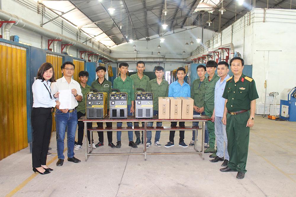 Thêm 3 máy hàn MIG Hồng Ký về với thầy trò trường Cao đẳng Nghề Số 8 - Bộ Quốc Phòng