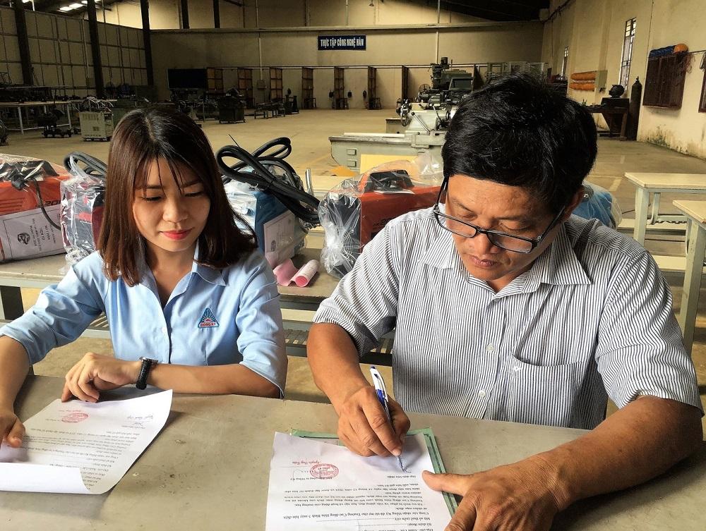 Gói tài trợ bao gồm 5máy hàn điện tửHồng Kýsẽ được đặt trong xưởng thực hành ngành Cơ Khí của trường Cao đẳng Hòa Bình Xuân Lộc